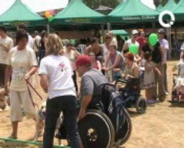 ASDI celebra el 10è aniversari de la seva seu amb una botifarrada popular