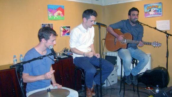 The CrazyCmos porten les seves versions acústiques a l'Ateneu