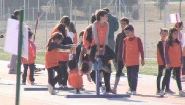 Els més joves aprenen les nocions bàsiques de l'atletisme a la Guinardera