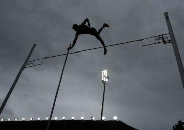 La secció d'atletisme del Muntanyenc estrena la disciplina de salt de perxa