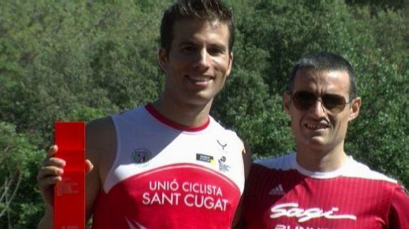 Ricard Pérez, a l'esquerra, amb el títol de campió