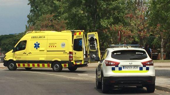 Un cotxe atropella una dona en un pas de vianants al passeig de Francesc Macià
