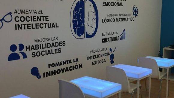 Tres centres educatius de la ciutat formen part del projecte EduCAT1x1