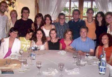 La delegació santcugatenca d'AVAN participa al sopar de germanor que l'entitat celebra a Terrassa