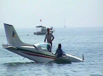 Un santcugatenc surt il·lès d'un accident aeri a la platja d'Arenys de Mar