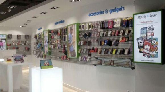 B-Kover obre una botiga de venda d'accessoris de mòbils al carrer de Santa Maria
