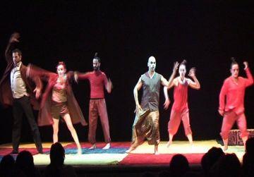 Grans i petits viatgen a l'Índia amb la dansa de 'Balbir, el meu avi'