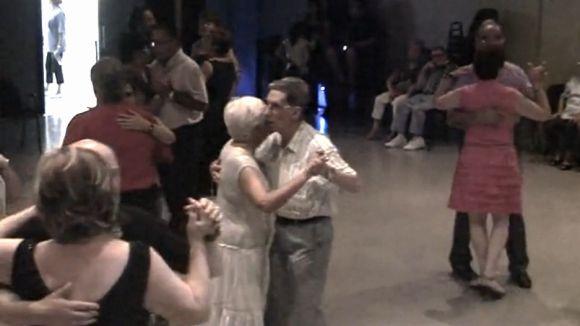 El Casal de la Gent Gran balla amb el Duo Montal