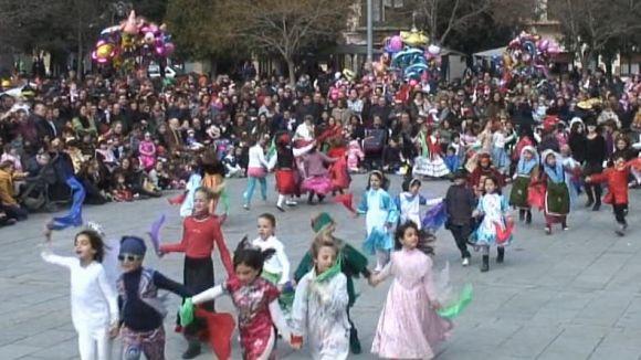 El Carnaval planta cara a la retallada i manté el ball de nit