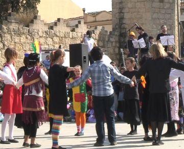 Els més petits segueixen un any més la tradició del Ball de Gitanes
