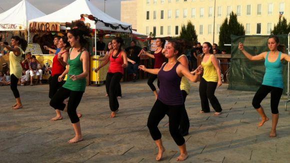 Les coreografies del Cos de Dansa de l'Esbart omplen la Des-Plaça Jove