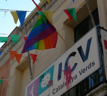 ICV-EUiA i l'Ateneu celebren el Dia de l'Orgull Gai amb la bandera de l'Arc de Sant Martí