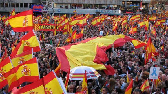 Una associació insta l'Ajuntament a regalar banderes espanyoles per la Constitució