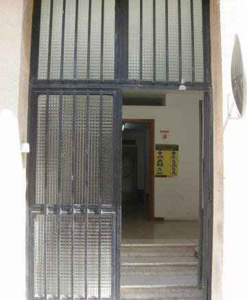 Les seus d'Hisenda i la Policia Nacional espanyola a Sant Cugat no tenen cap intenció d'eliminar les barreres arquitectòniques