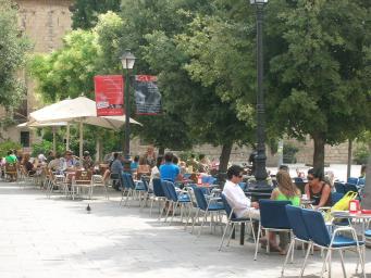 L'Ajuntament estudia excepcions als horaris dels locals de cara a l'estiu i Festa Major