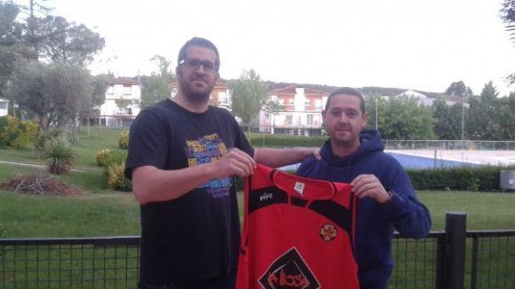 A la dreta de la imatge, Toni Mañosas és l'entrenador de l'Artés / Font: CB Artés