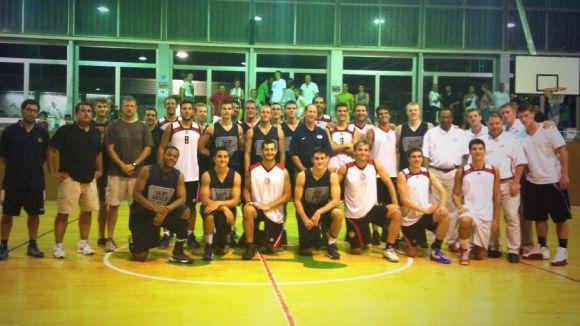Els jugadors de tots dos equips després del partit / Font: UESC