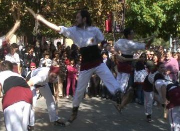 Els balls de bastons converteixen Sant Cugat en la capital vallesana de la cultura popular