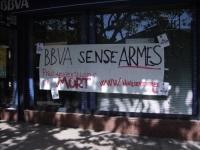 Acció del CASC a les seus de BBVA per denunciar 'els seus interessos en la indústria de guerra'