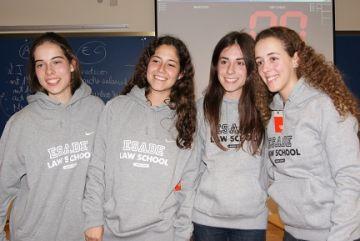 Beatriz Goñi, de l'escola Europa, guanya la lliga de debat preuniversitari d'Esade