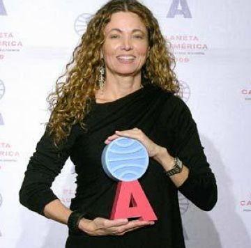 Ángela Becerra rep el Premi Iberoamericà Casa Amèrica per 'Ella, que todo lo tuvo'