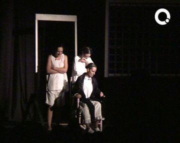 Ple al Teatre la Unió per veure la versió de Transeduca de 'La casa de Bernarda Alba'