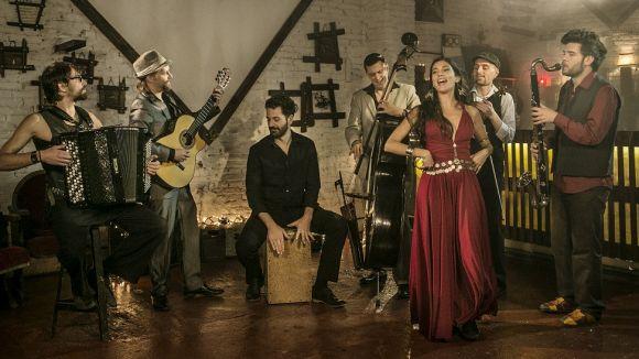 El Cicle de Concerts del Castell de Canals arrenca amb la Barcelona Gipsy balKan Orchestra