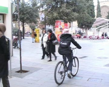 Vianants i ciclistes volen regulació per al pas de bicicletes a l'eix de vianants