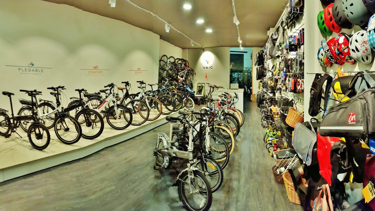 El lloguer i la venda de bicicletes, també elèctriques, segueix en funcionament / Foto: Cedida per VAIC