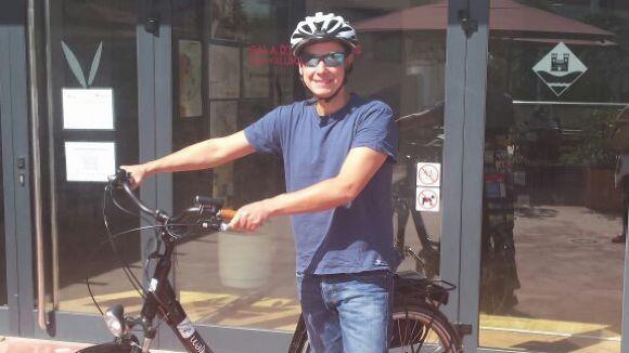 Un dels treballadors amb la bicicleta