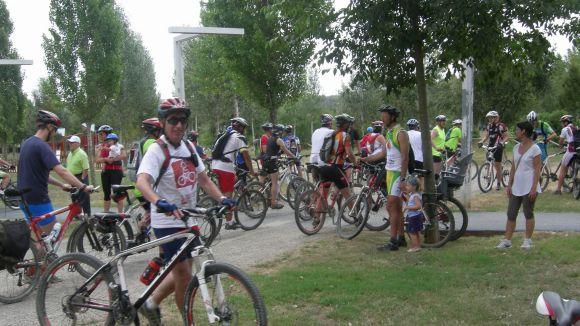 Els ciclistes s'han aturat al Parc de la Pollancreda