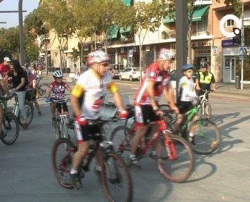 La pedalada contra el canvi climàtic aplega més d'un centenar de ciclistes