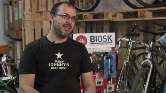 Un santcugatenc crea un 'salvavides' per a ciclistes