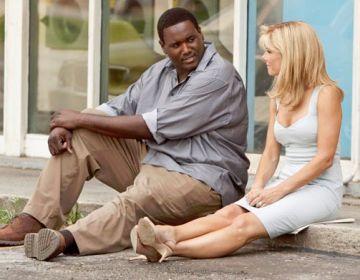 Sandra Bullock (a la dreta de la imatge) va guanyar el seu primer Oscar amb el seu paper a 'The blind side' / Font: Cineopsis.com