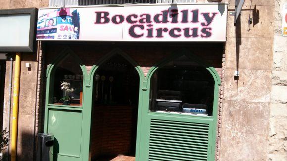 El bar Bocadilly Circus reneix amb responsables nous