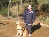 Bocalan ensinistra a Sant Cugat gossos d'assistència per a nens autistes