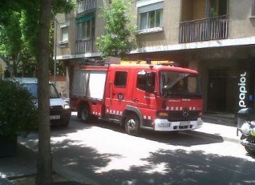 Perímetre de seguretat al número 4 de l'avinguda de Gràcia per un despreniment