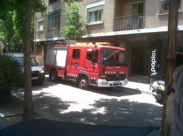 Un ferit lleu per un incendi a la cuina d'un immoble del carrer d'Esteve Pila