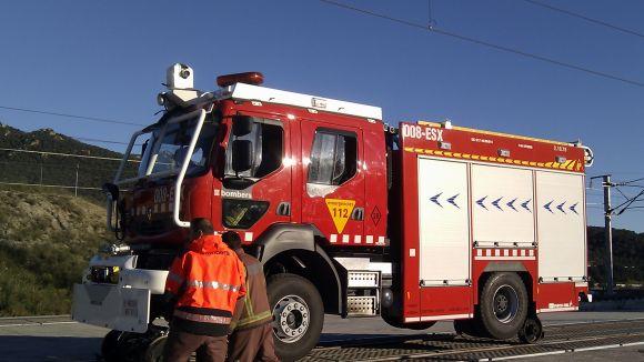 Cremen uns matolls a tocar de la via del tren entre Sant Cugat i Valldoreix