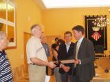 L'alcalde ha donat una condecoració als quatre agents que van participar als Jocs 03.