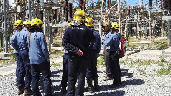 Una vintena de bombers del parc Rubí-Sant Cugat es formen en riscos elèctrics