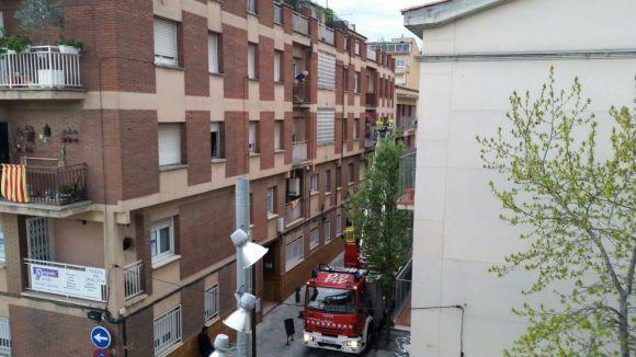 Bombers intervé en un pis del carrer Migdia on l'inquilí s'havia deixat les claus amb una paella al foc