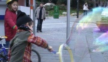 Bombolles de sabó gegants per a La Marató de TV3
