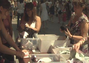Els comerciants aprofiten la Botiga al carrer per avançar les rebaixes