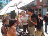 L'alcalde ha volgut saludar personalment els comerciants i pendre nota d'algunes demandes.
