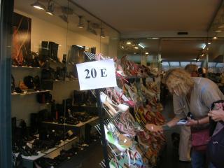 Bona acollida dels santcugatencs a les mesures dels comerciants per salvar la campanya de Nadal