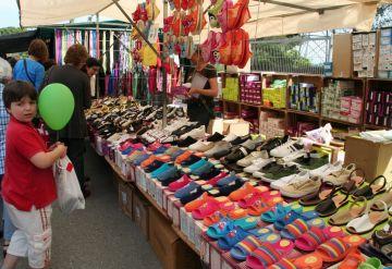 Prop de 20 parades de brocanters i antiguitats arriben al mercat de Valldoreix