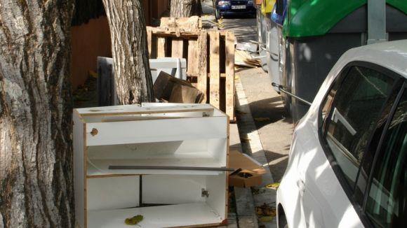 La uaSC denuncia de nou el mal ús de contenidors i reclama fer acomplir l'ordenança de civisme