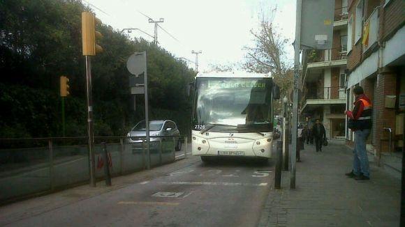 Quatre ferits en un accident d'autobús a la plaça de Lluís Millet