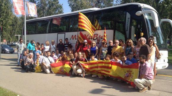 Un centenar de persones se suma a l'acte de Societat Civil Catalana